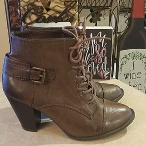 New Directions Pimlico Booties size 8